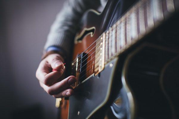 葛飾のさつき湯でエレキギターの演奏会